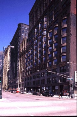 Manhattan Building in Chicago, Illinois by architect William Le Baron Jenney