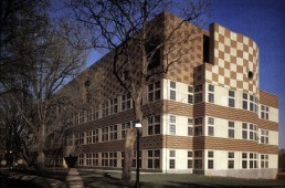 Lewis Thomas Biology Laboratories at Princeton University in Princeton, New Jersey by architects Robert Venturi, Scott Brown