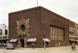 Merhants' National Banks in Grinnell, Iowa by architect Louis Sullivan