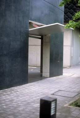 Void Space/Hinged Space Housing in Fukuoka, Japan by architect Steven Holl