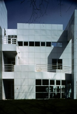 Hartford Seminary in Hartford, Connecticut by architect Richard Meier