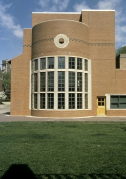 Gordon Wu Hall at Princeton University in Princeton, New Jersey by architects Robert Venturi, VSBA