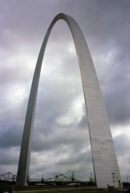 Gateway Arch in St. Louis, Missouri by architect Eero Saarinen