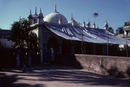 Star Mosque in Dhaka, Bangladesh by architect Mirza Golam Pir