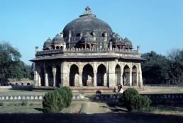 Isa Khan Niyazi Mortuary Complex, Isa Khan Niyazi's tomb in Delhi, India by architect Mirak Mirza Ghiyath