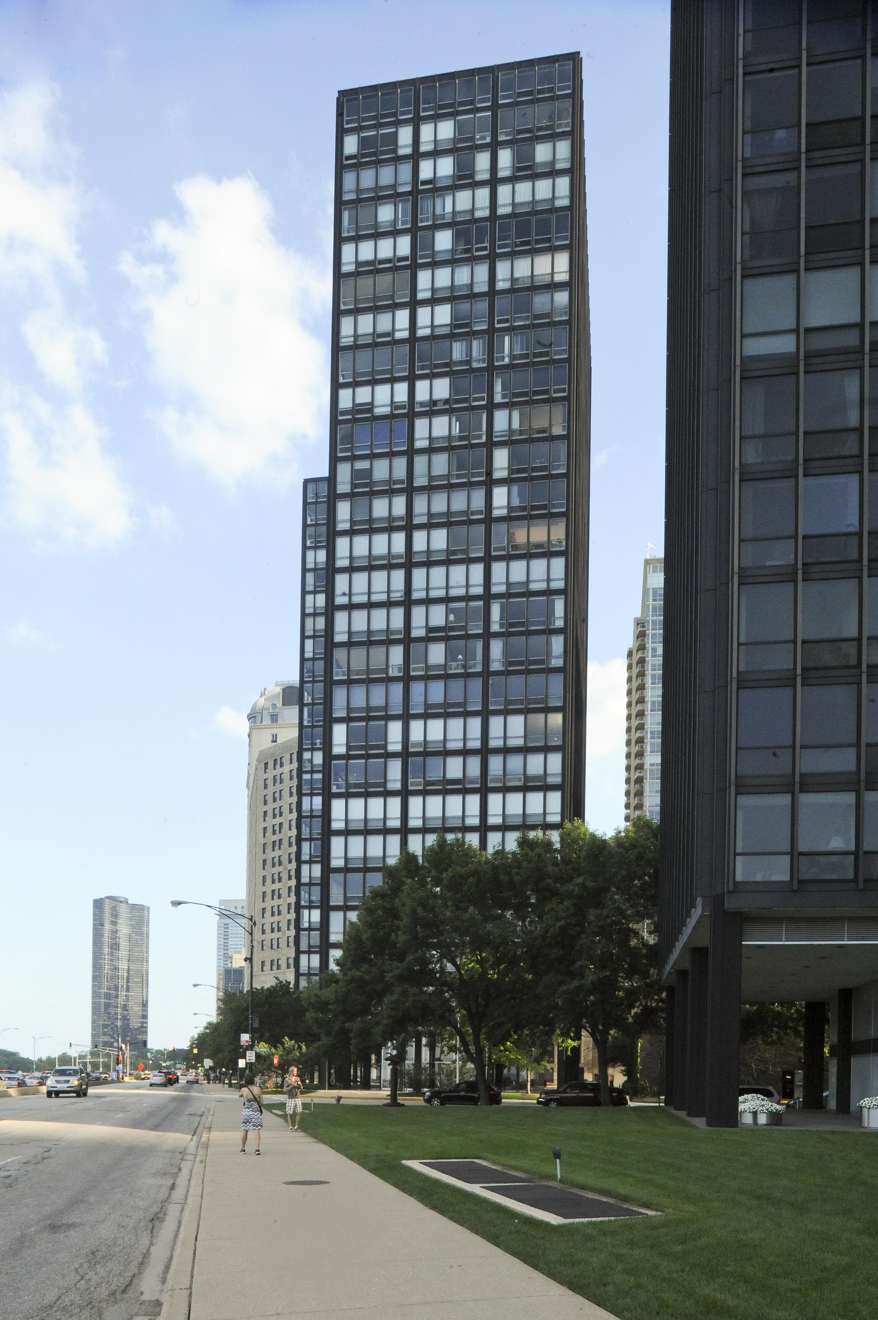 Lakeshore Drive Apartments Larry Speck