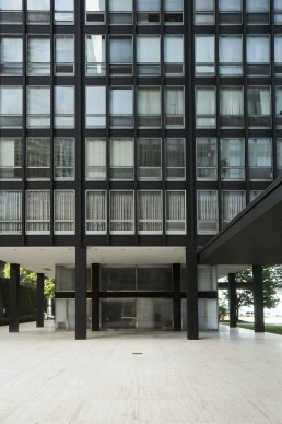 Lakeshore Drive Apartments in Chicago, Illinois by architects Mies van der Rohe, Ludwig Mies van der Rohe