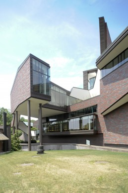 Wellesley College, Wang Campus Center in Wellesley, Massechussets by architects Mack Scogin, Merrill Elam
