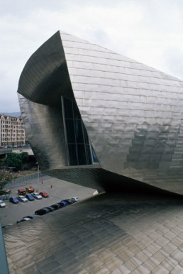 Guggenheim Art Museum in Bilbao Spain by Architect Frank Gehry photographed by Larry Speck on a cloudy day. Exterior titanium skin.
